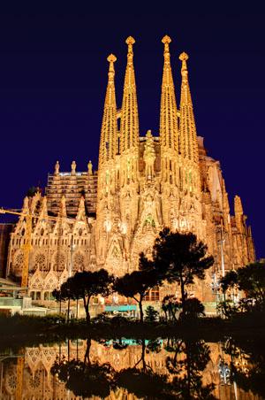 Sagrada Familia bei Nacht ohne Kräne, Antoni Gaudi